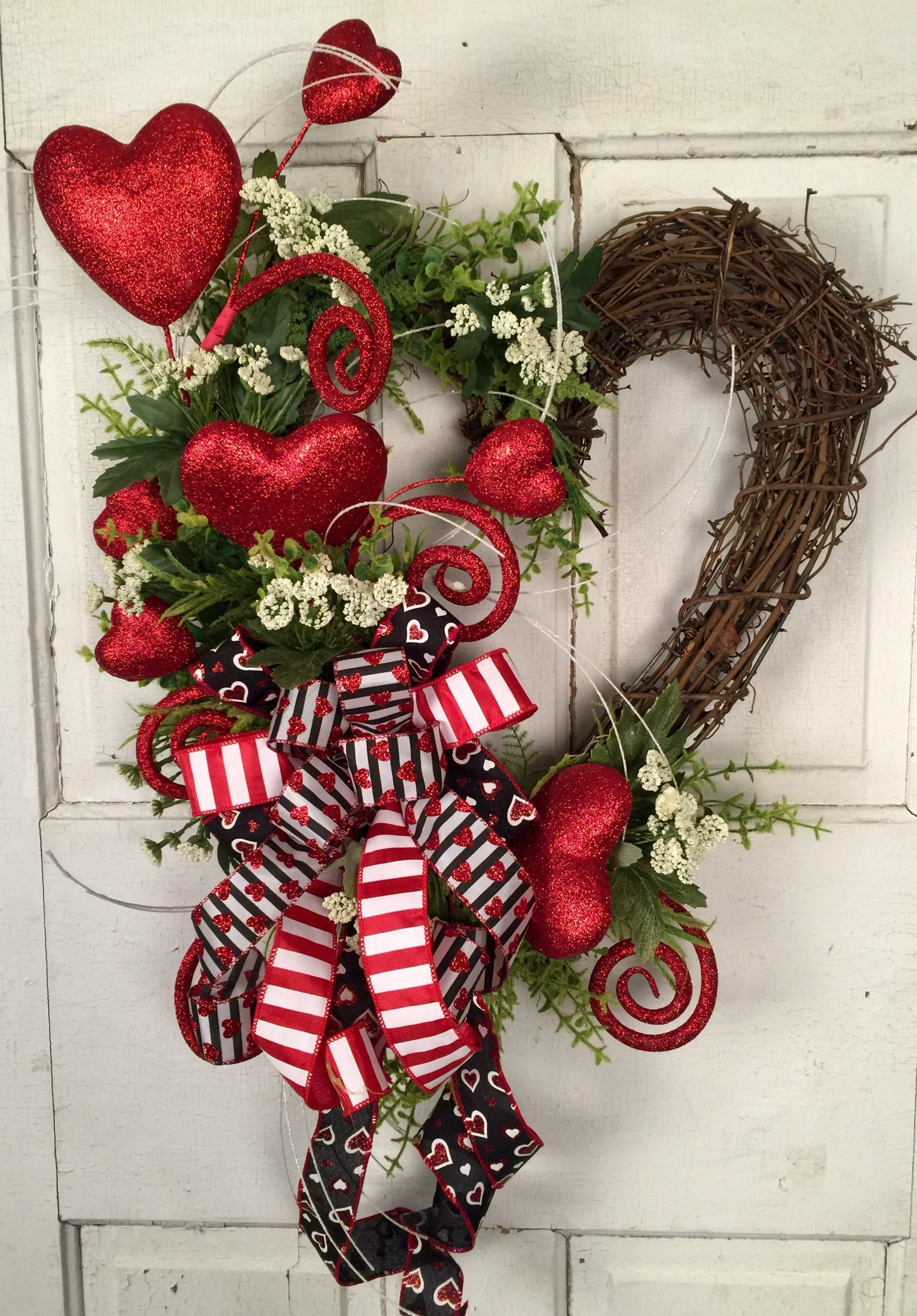 Pin On Valentine S Day Wreaths Arrangements