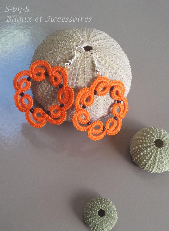 boucles d'oreilles rondes en dentelle/frivolité oranges : Boucles d'oreille par s-by-s