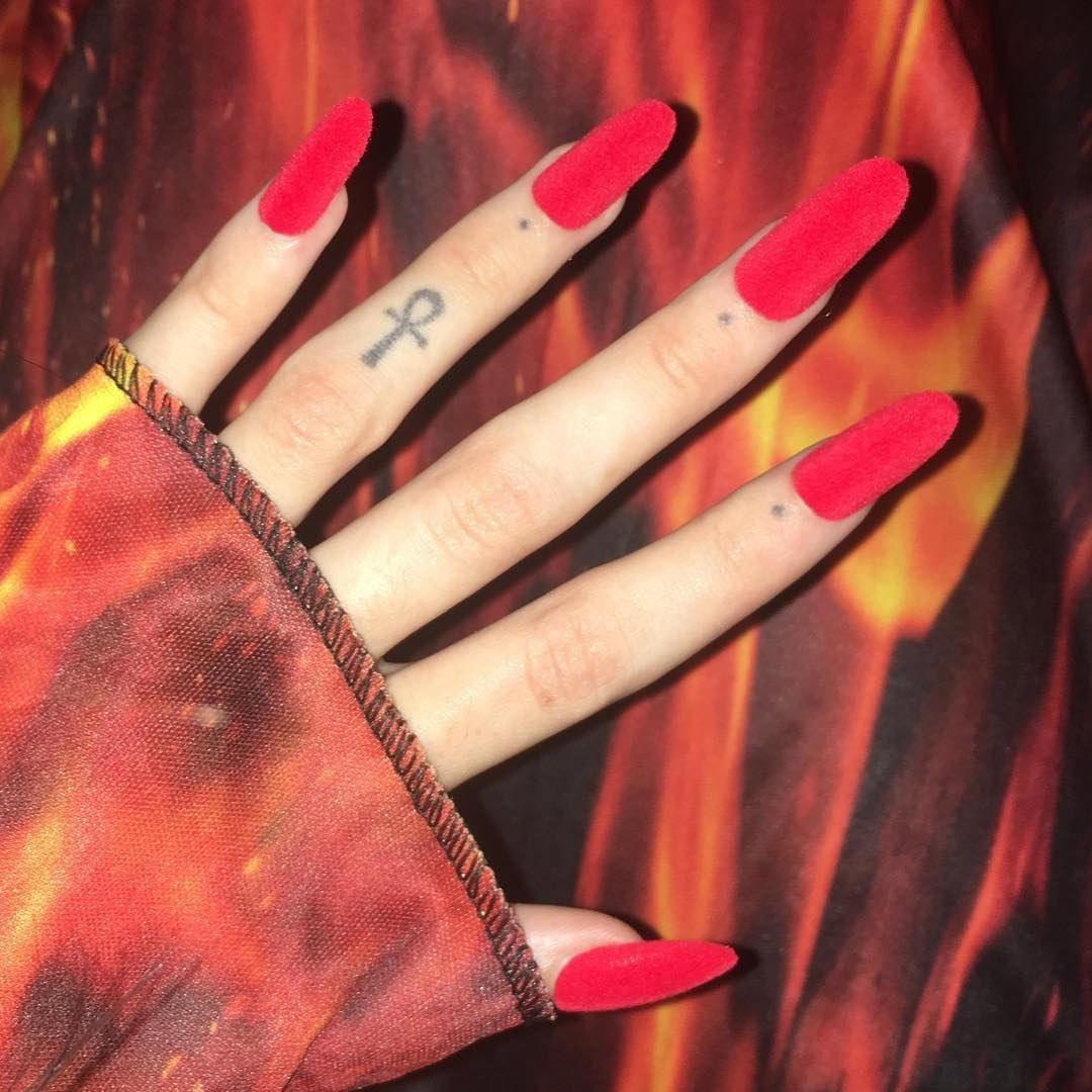 //11;17 pm// @emelyjette | Serial killers, Nails, Tattoos
