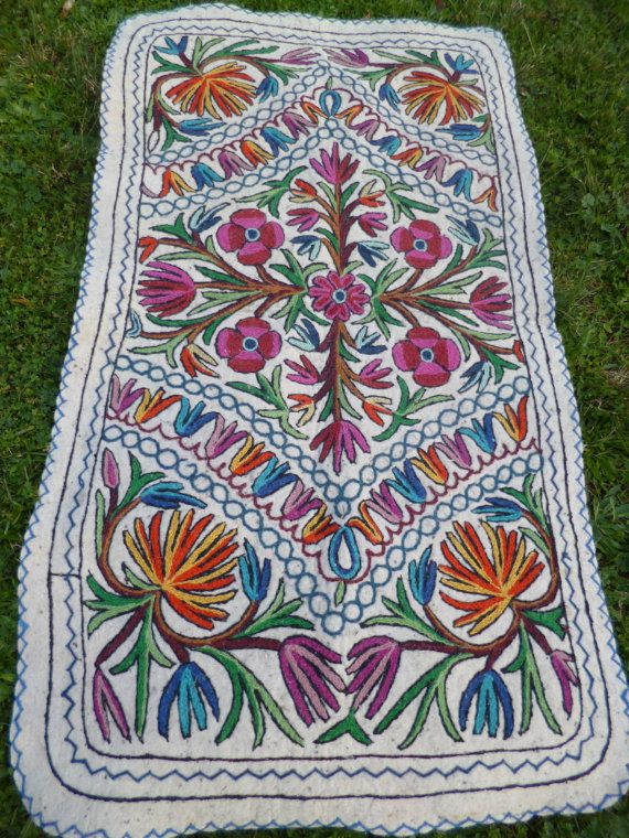 A Local Style And Design Felt Namda Rug 5 Ft X 3 142 82 Cm Excellent Condition Lovely Colours Great For Any Room On The Floor