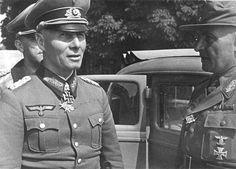 Generalfeldmarschall Erwin Rommel (Oberbefehlshaber Heeresgruppe B) dan Wilhelm Raapke, komandan 71.Infanterie-Division.