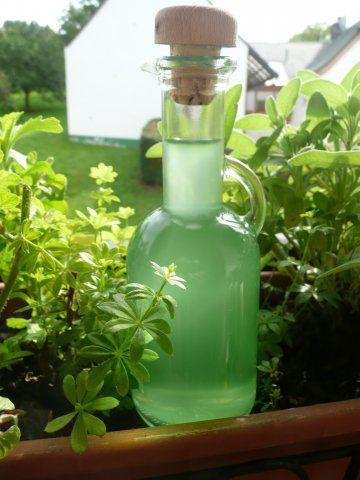 Waldmeister-Sirup - Rezept mit Bild