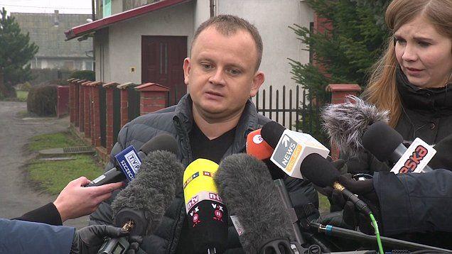 żydowskie imię właściciela ciężarówki: ARIEL Zurawski, wielkimi literami wypisane z przodu auta nad kabiną kierowcy, mogło fatalnie ściągnąć uwagę antysemickich terrorystów na 37-letniego Łukasz Urbana; niech dusza jego związana będzie we węzełek życia, kuzyna przewoźnika  https://pl.scribd.com/document/334797578/ Po Zamachu https://gloria.tv/audio/otckJYvRrQ6B1SAHeQiZiREzg  ZNAK JONASZA http://sowa.quicksnake.cz/Stefan-Kosiewski/