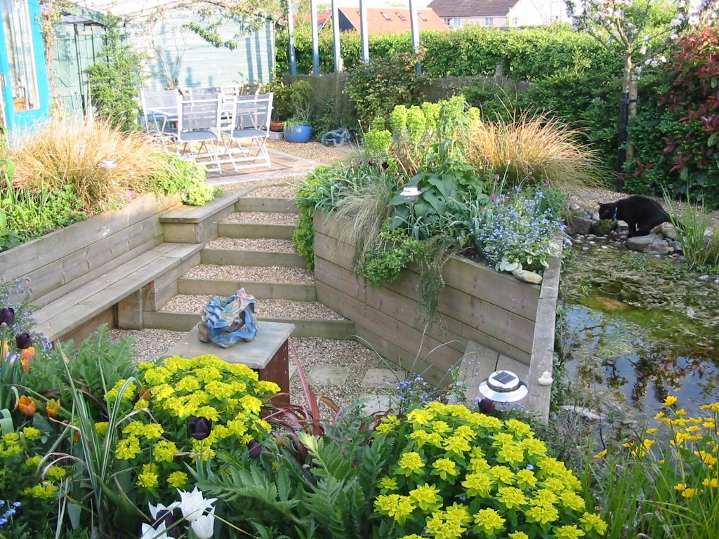 Small garden with sunken seating area porch pinterest for Garden area ideas