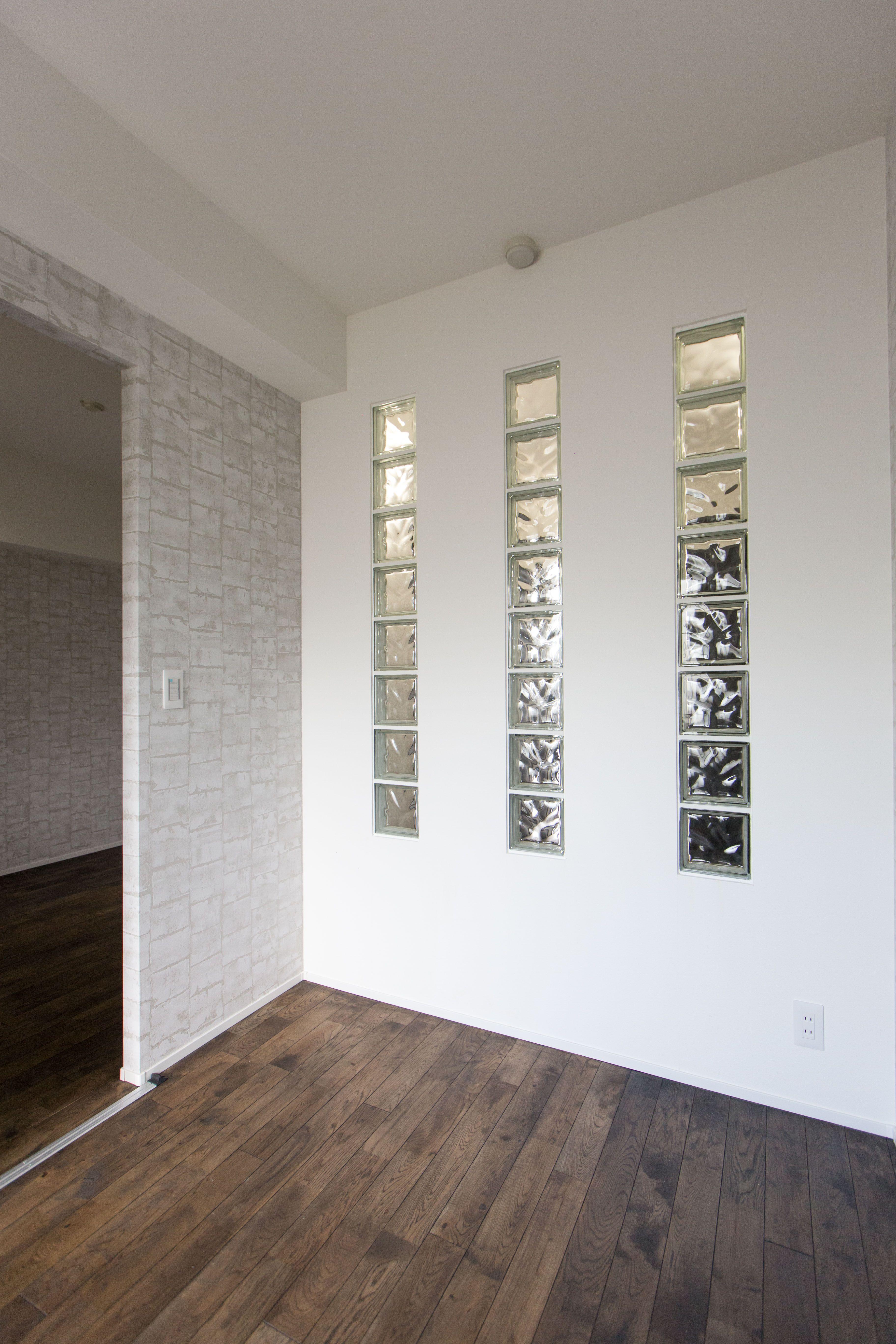 洋室になります 壁にガラスブロックをはめ込み室内から室内への明かり