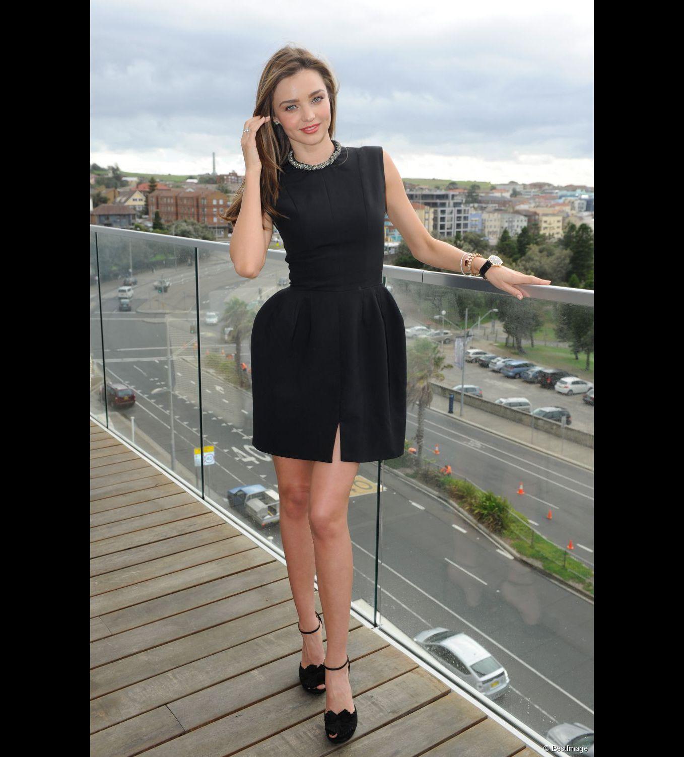Miranda Kerr, radieuse dans sa petite robe noire à Sydney, le 13 février 2013.