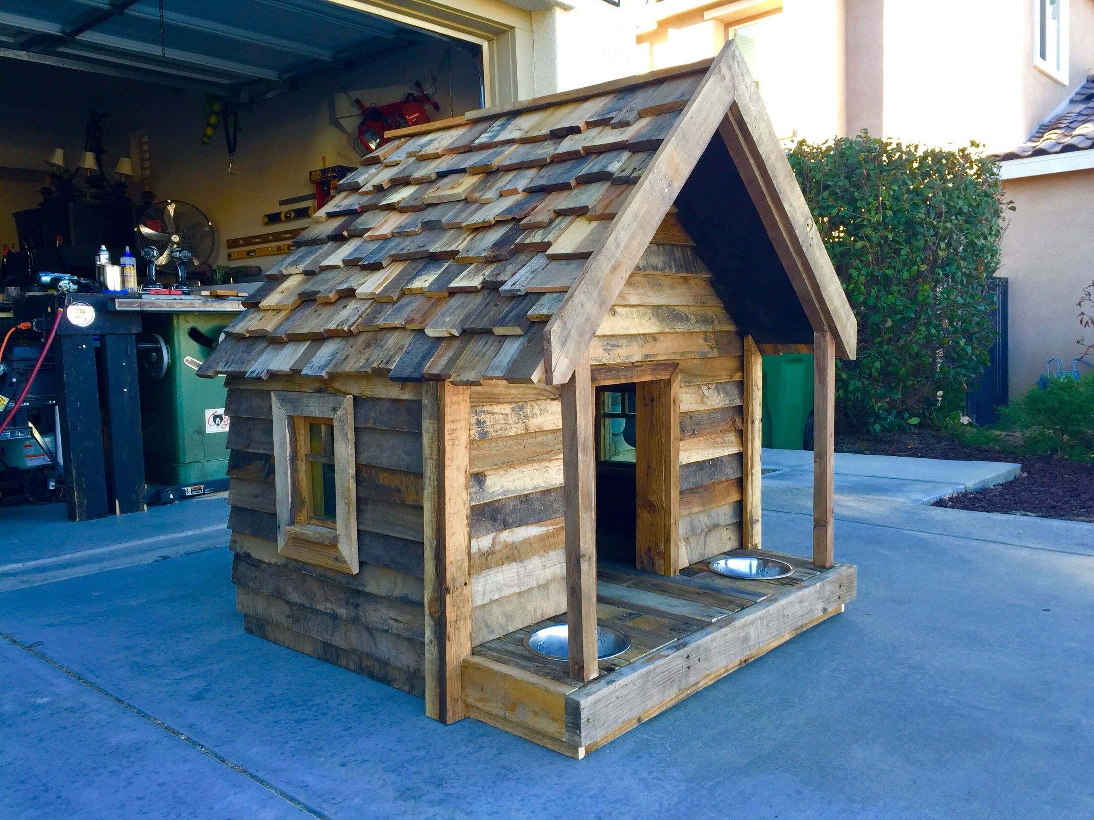 Pallet Dog House Made With Pallet Wood And 2x4 S And