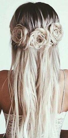 Hast Du So Etwas Schon Einmal Gesehen Diese Frisur Hat Uns Echt Vom Hocker Gehauen Sie Sieht Zwar Nach Sehr Viel Hair Styles Long Hair Styles Flowers In Hair