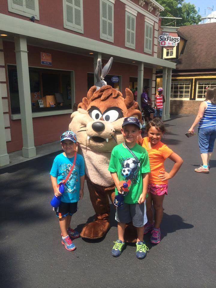 Six Flags Over Ga Yay Mascot Mickey Mouse Amusement Park