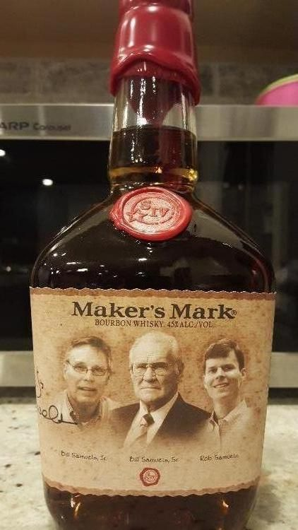 Incredibly rare! Limited Edition Maker's Mark Master Distiller Label, signed by two legendary master distillers, Bob and Rob Samuels. - See more at: http://www.bottle-spot.com/classifieds/category/317/Whisky/listings/13928/Makers-Mark-Limited-Edition-Master-Distiller-Label.html#sthash.tdtgAhZ4.dpuf