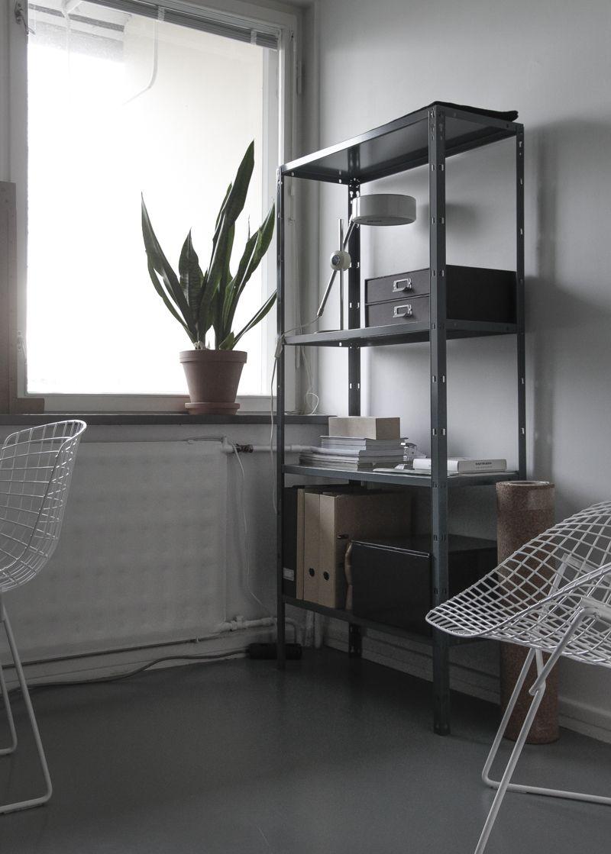 time of the aquarius: Home office & grey tones / Harmaan sävyissä