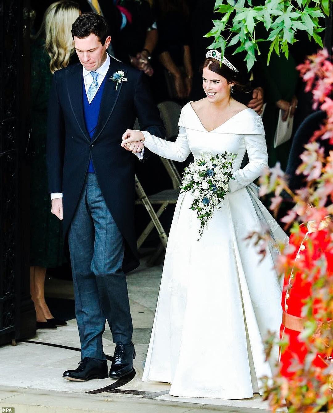 Gefallt 39 Mal 0 Kommentare Beatrice Amp Eugenie Beatriceandeugenieofyork Auf Instagram Swipe Konigliche Hochzeitskleider Prinzessin Hochzeit Braut