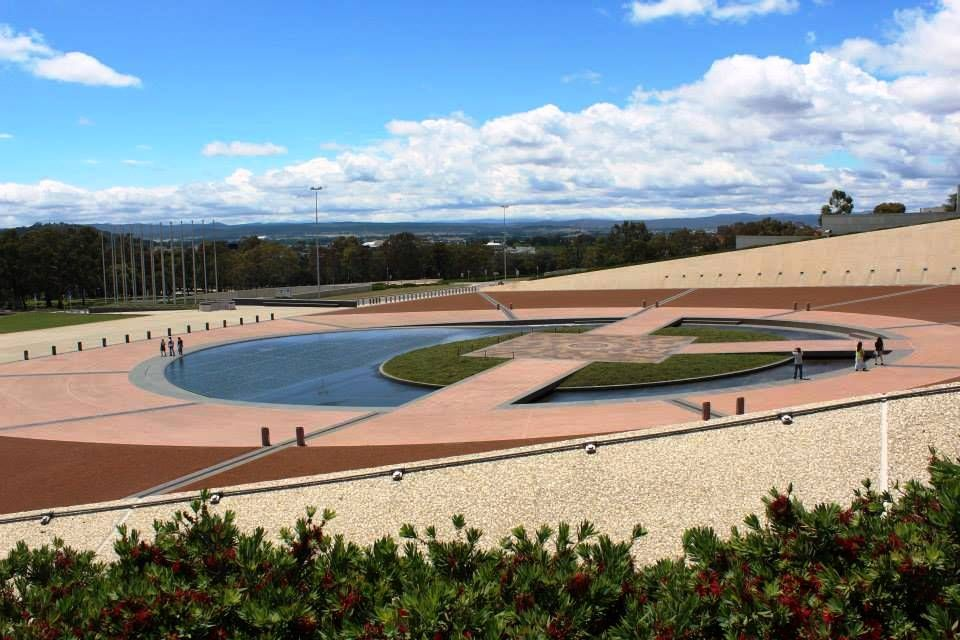 Entrada del parliament in Canberra Australia.