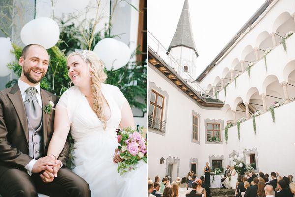 Liebevoll Traditionell Eine Hochzeit Auf Schloss Pertenstein Von Kristina Assenova Fraulein K Sagt Ja Hochzeitsblog Hochzeit Brautpaar Braut