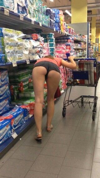amateur short skirt voyeur