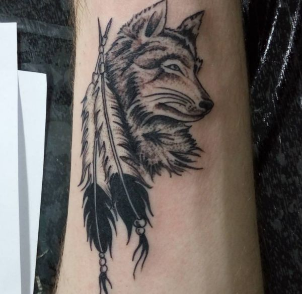 26 wolf tattoo ideen bilder und bedeutung tattoo pinterest tattoo ideen w lfe tattoo. Black Bedroom Furniture Sets. Home Design Ideas