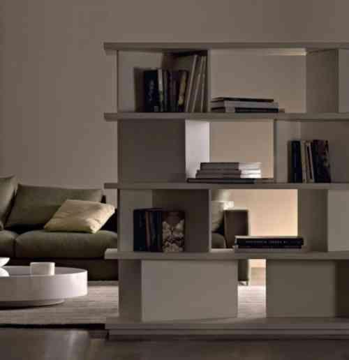 meuble bibliothèque utilisé comme cloison