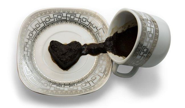 recette de beaute soin anti cernes efficace et naturel au marc de caf cuill re caf de. Black Bedroom Furniture Sets. Home Design Ideas