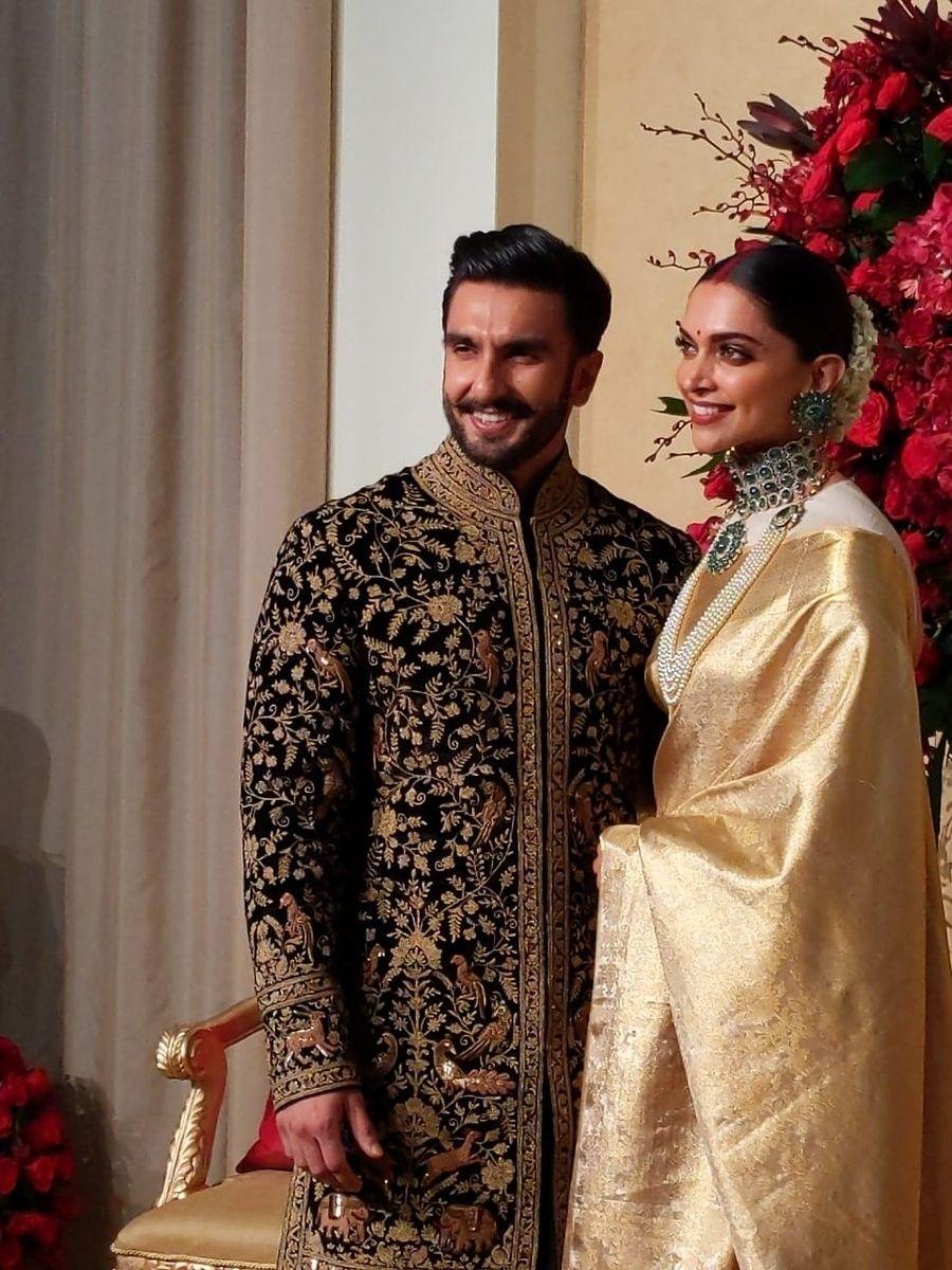 Deepveer Deepika Padukone N Ranveer Singh At Her Wedding Reception Bangalore Deepika Padukone Style Deepika Ranveer Bollywood Couples