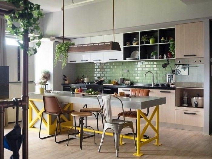 küche mit industrial-chic-charakter-rückwand gefliest in grün, Kuchen