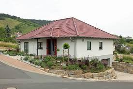 Fassadengestaltung beispiele bungalow  Bildergebnis für fassade bungalow | Haus | Pinterest | Fassaden ...