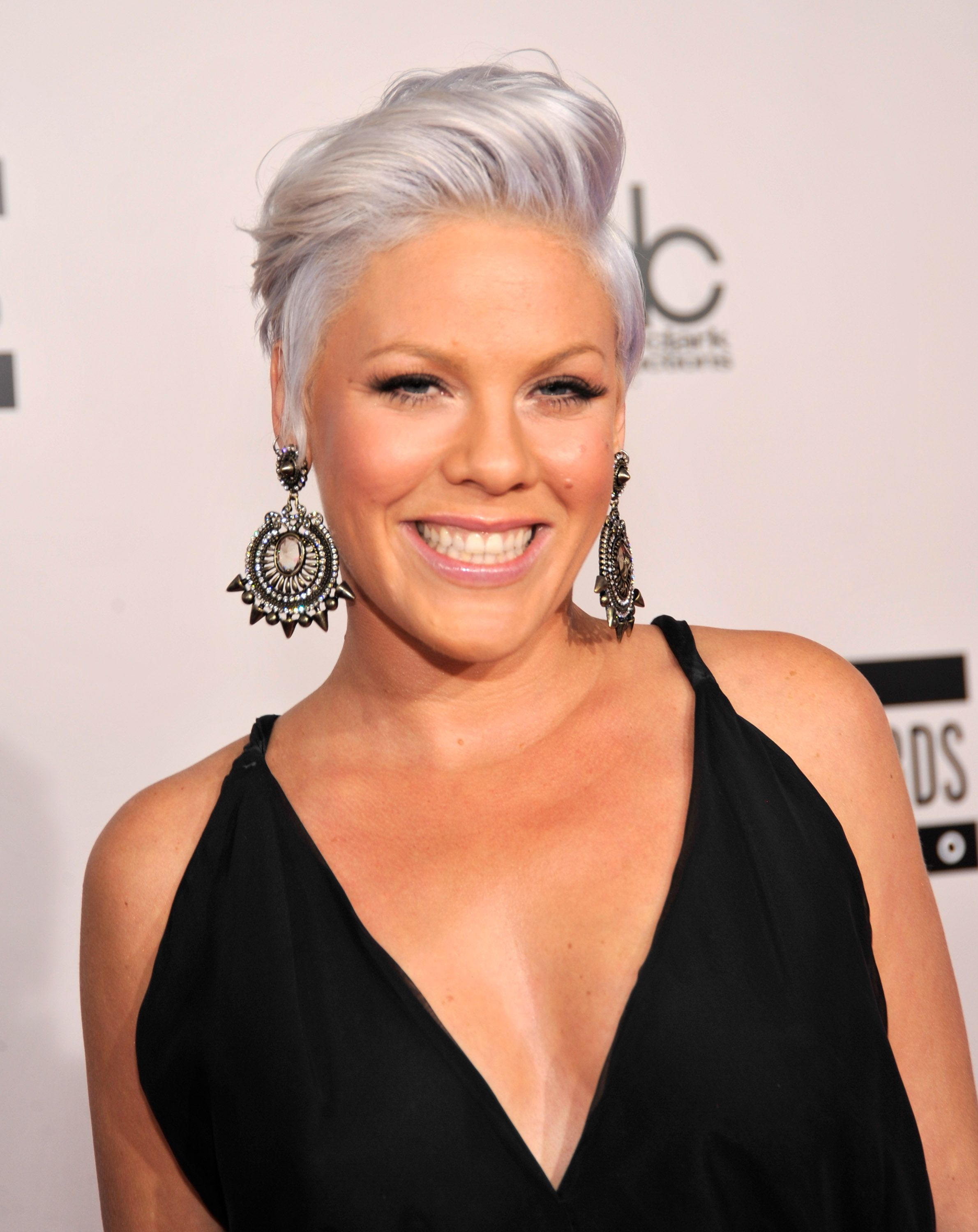 13 Silver Looks That Prove Gray Hair Is Glamorous   Pixies, Short ...