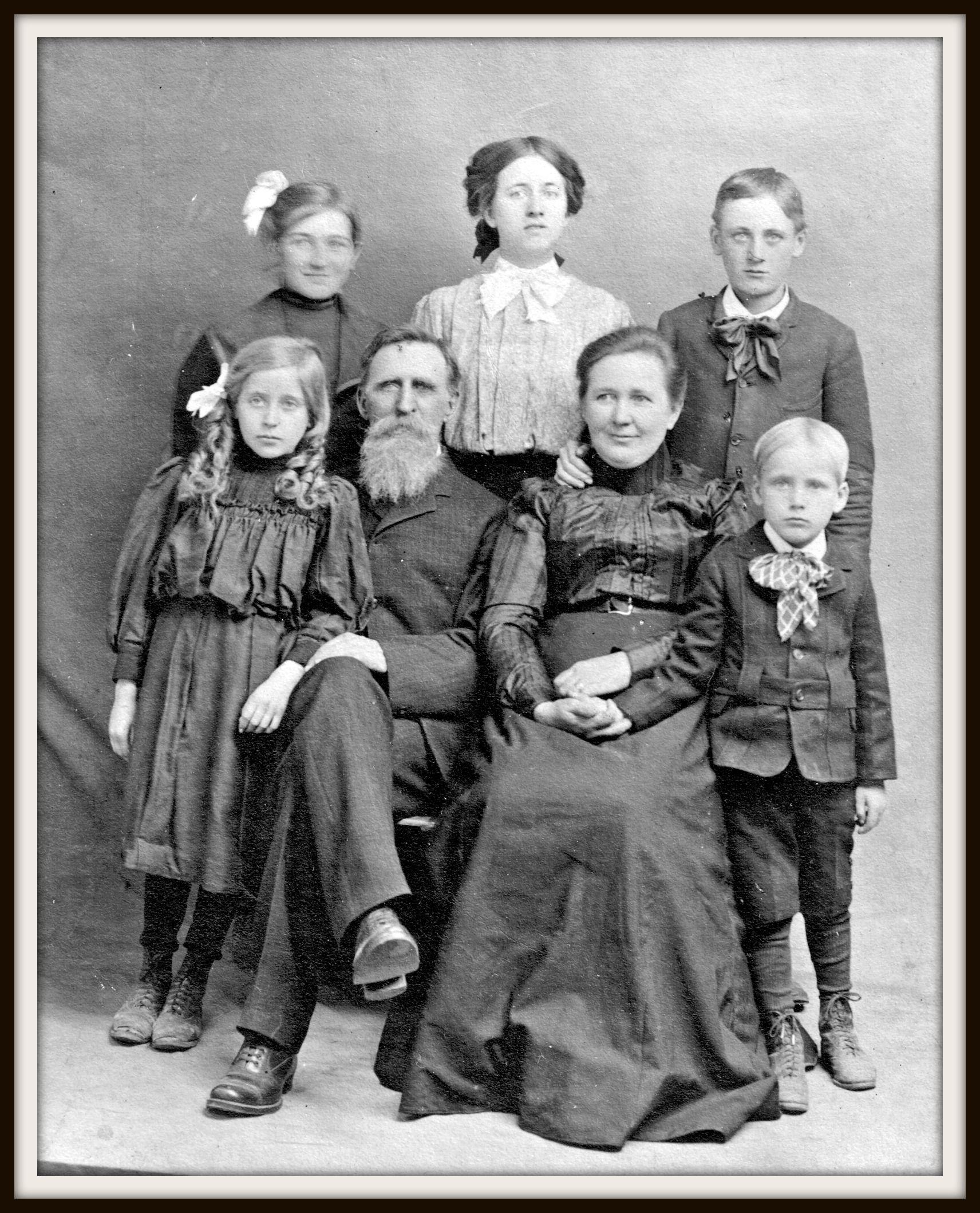 угольщик это роль старых фото в семье часть кладбища