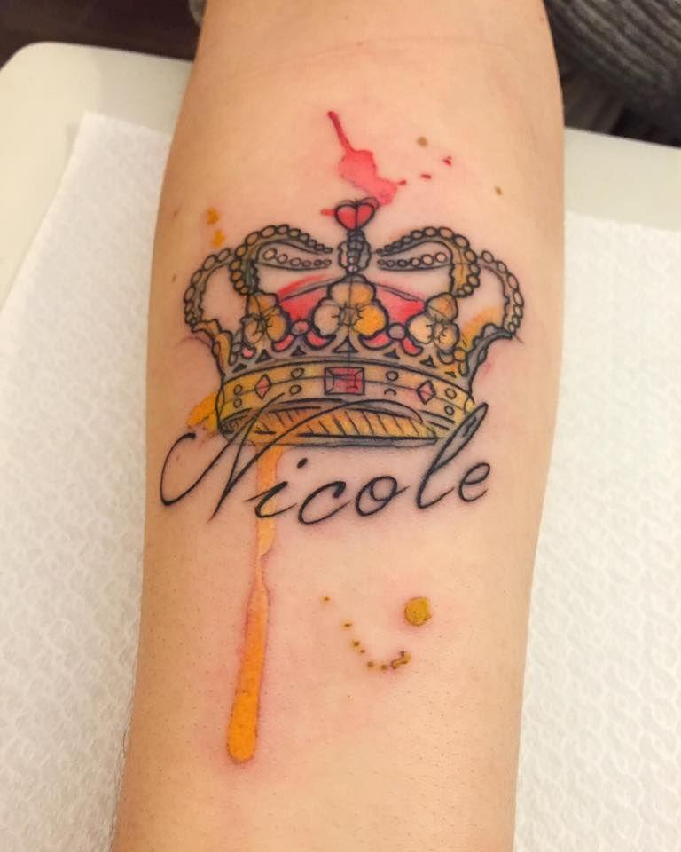 Corona Y Nombre Estilo Acuarelas Por Borà Tattoo Studio Tatuajes