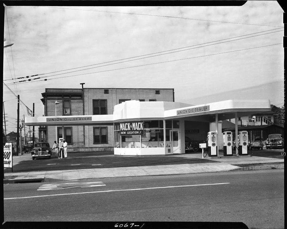 A union oil gasoline station on jefferson avenue in los