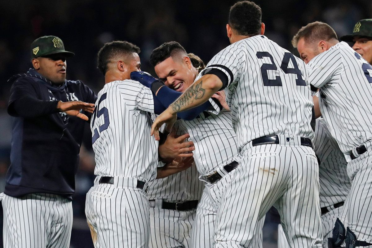 Yankees Climb Into First Place As Gio Urshela Walk Off Caps Rally New York Post New York Post Yankees New York Yankees