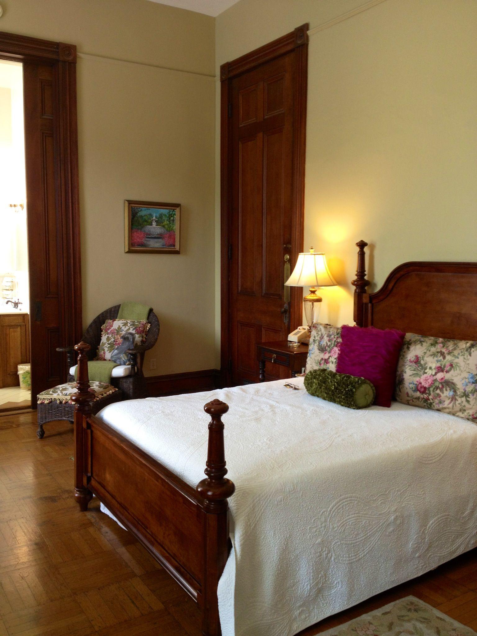 Forsyth Inn Park Bed and Breakfast in Savannah, Ga. Bed