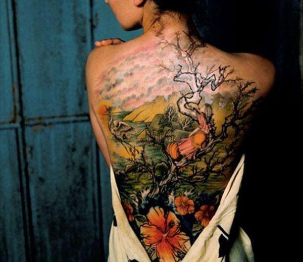 photo tattoo feminin arbre foret tres colore dos. Black Bedroom Furniture Sets. Home Design Ideas