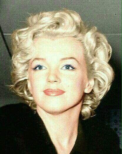 Love Her Short Hair Marilyn Monroe Portrait Marilyn Monroe Photos Marilyn Monroe