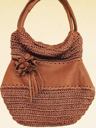 Bolsa de Mão em Couro e Crochê by Consolação Lacôrte Bolsas, via Flickr