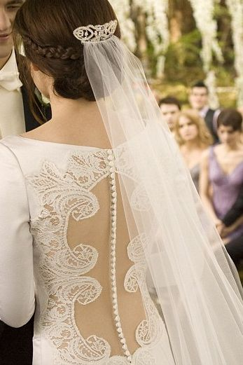 I Love The Way Her Hair And Her Veil Look With The Lace Down Her Back Bella Wedding Dress Twilight Wedding Bella Swan Wedding Dress