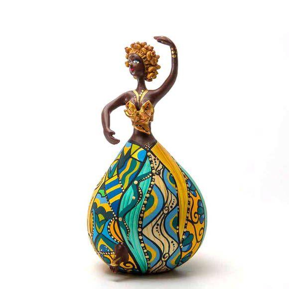 Bailarina Diva - ToCC tem corpo volumoso e cores variadas. A pintura criativa e rica em detalhes garante charme e alto astral a qualquer ambiente da casa ou do escritório.  As bailarinas Bapi são produzidas com os frutos do cabaceiro -- cabaça ou porongo. No Brasil, o fruto é usado em instrumentos musicais (berimbau, maraca), nas cuia de chimarrão e como utensílios domésticos (moringa ou vasilha). Promoção Frete Grátis (PAC) para todo Brasil. R$ 335,00