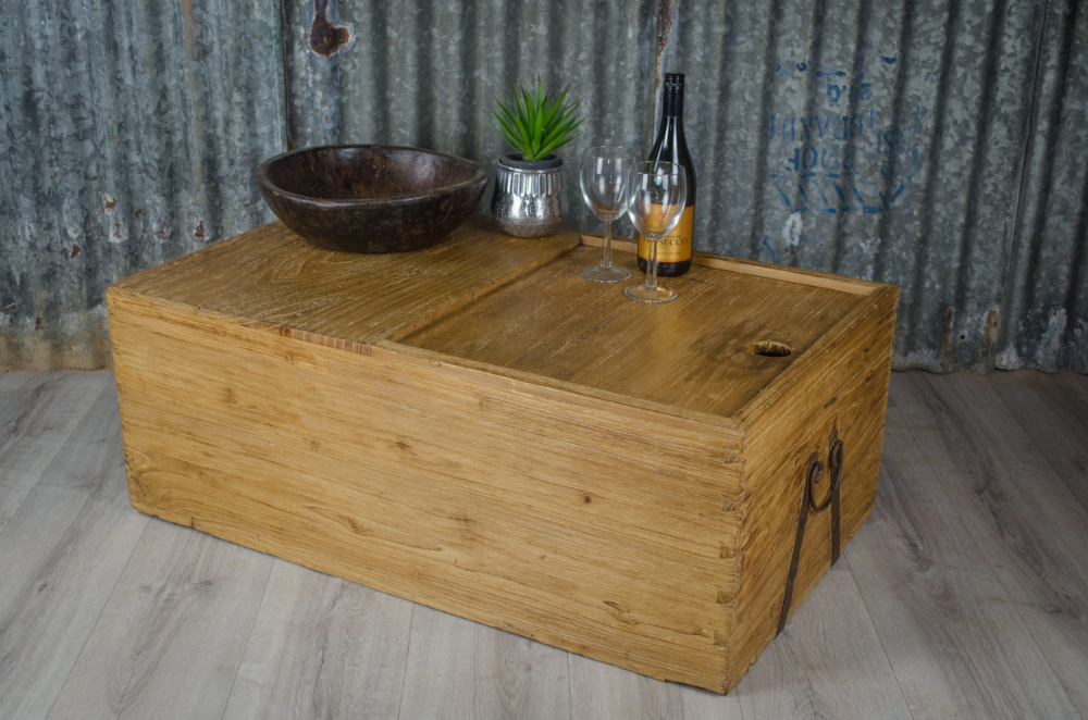 An exceptional elm trunk reclaimed form India. Has an