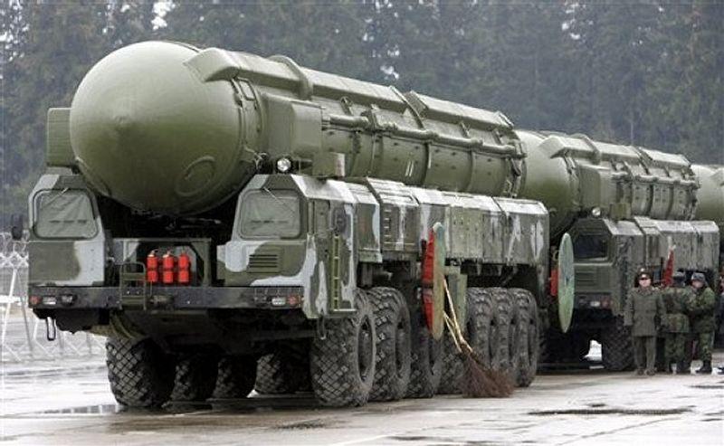 Os Russos também já se preparam para a guerra. Belos mísseis.