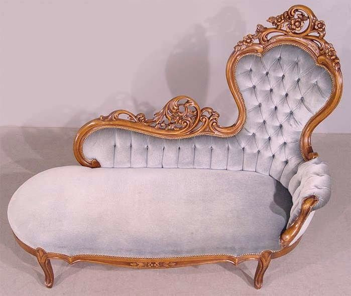 Antique lilac tufted velvet chaise