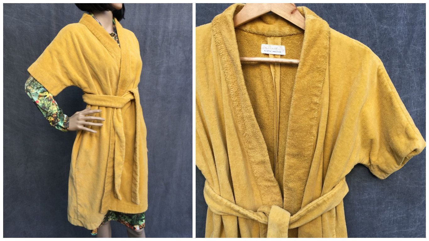 99ff0865b1686 70's Lady Pepperell Golden Yellow Unisex Terry Cloth Robe - Size Small to  Medium by ElkHugsVintage on Etsy