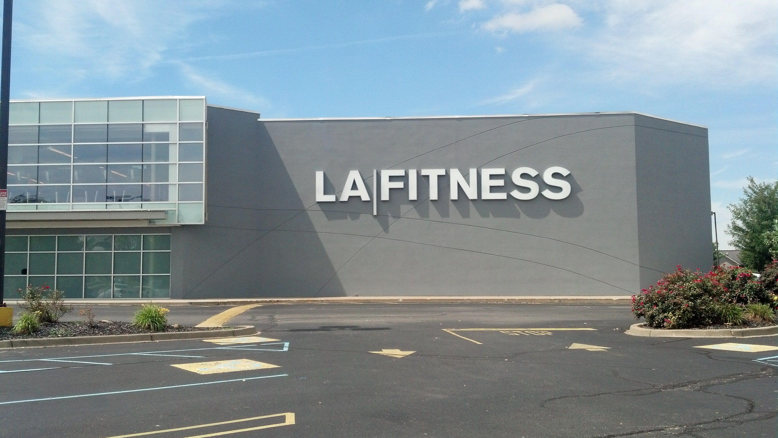 La Fitness Channel Letter Sign Located On Taylorsville Road In Louisville Ky Lafitness Channel Letter Signs Sign Company Channel Letters