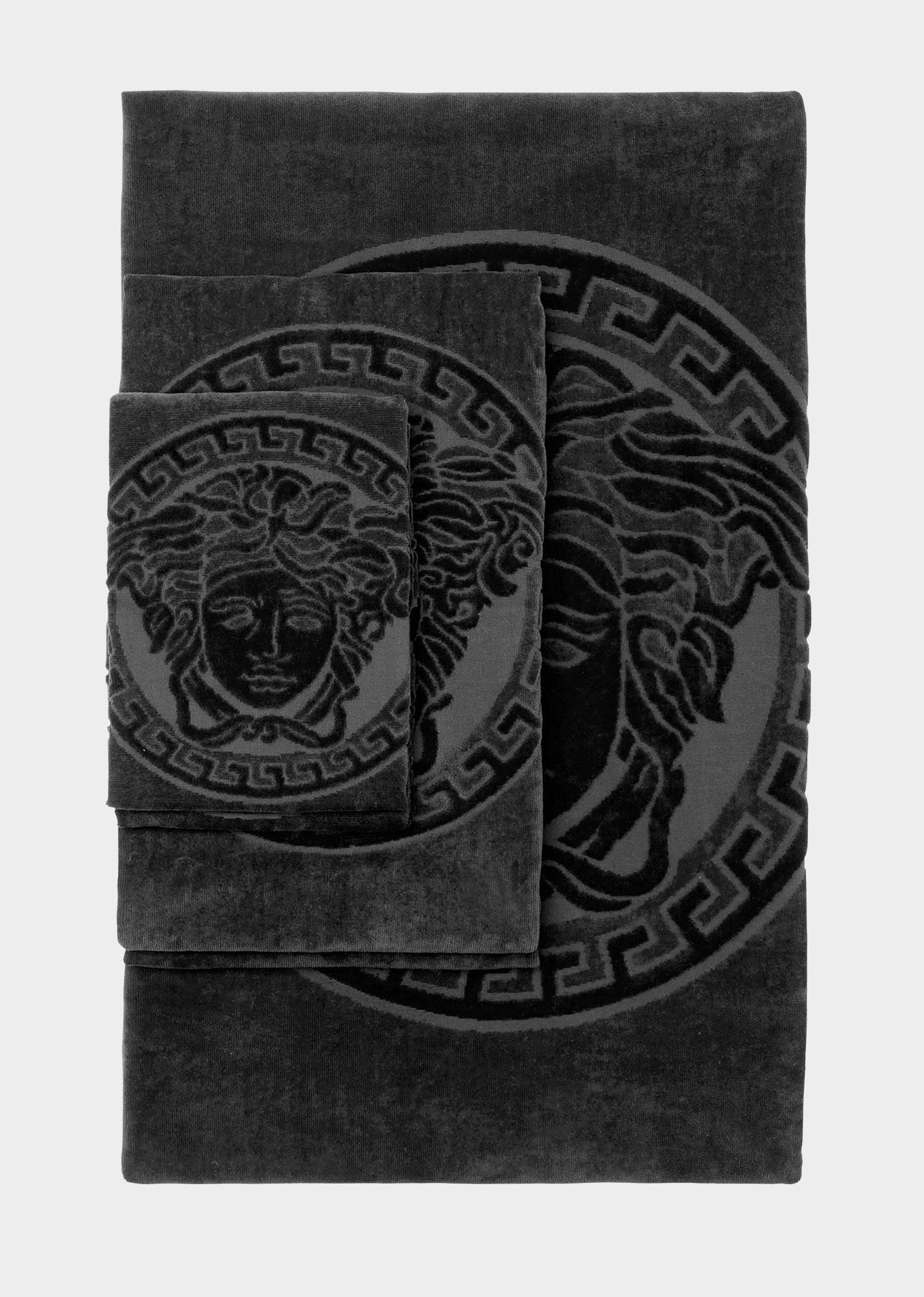 c5369e6ab825 Lot de 5 serviettes Medusa - Z4800 Versace Towels, Black Towels, Versace  Home,