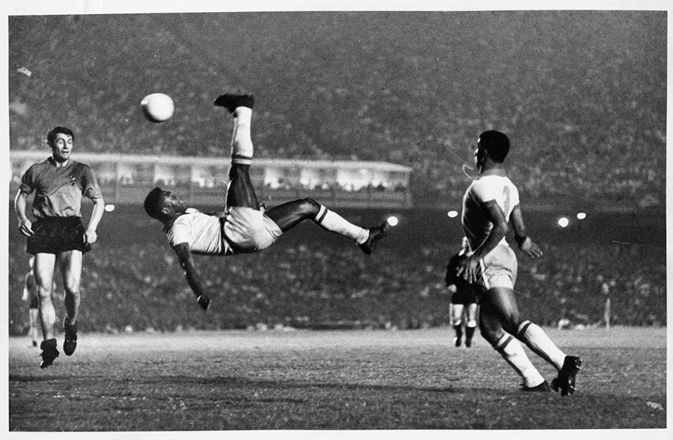 Pele S Iconic Overhead Kick Against Belgium 1965 Alberto