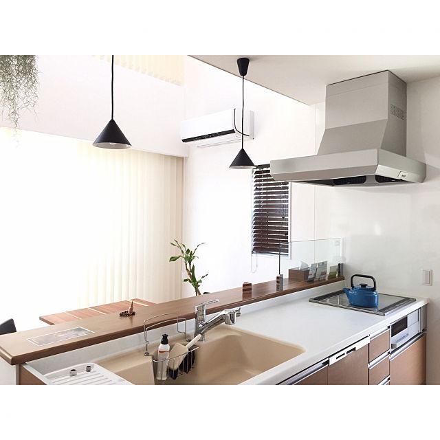 Kitchen Impossible 31 07: Kitchen/シンプル/シンプルインテリア/漆喰壁/バーチカルブラインド/レグナテック…などのインテリア実例