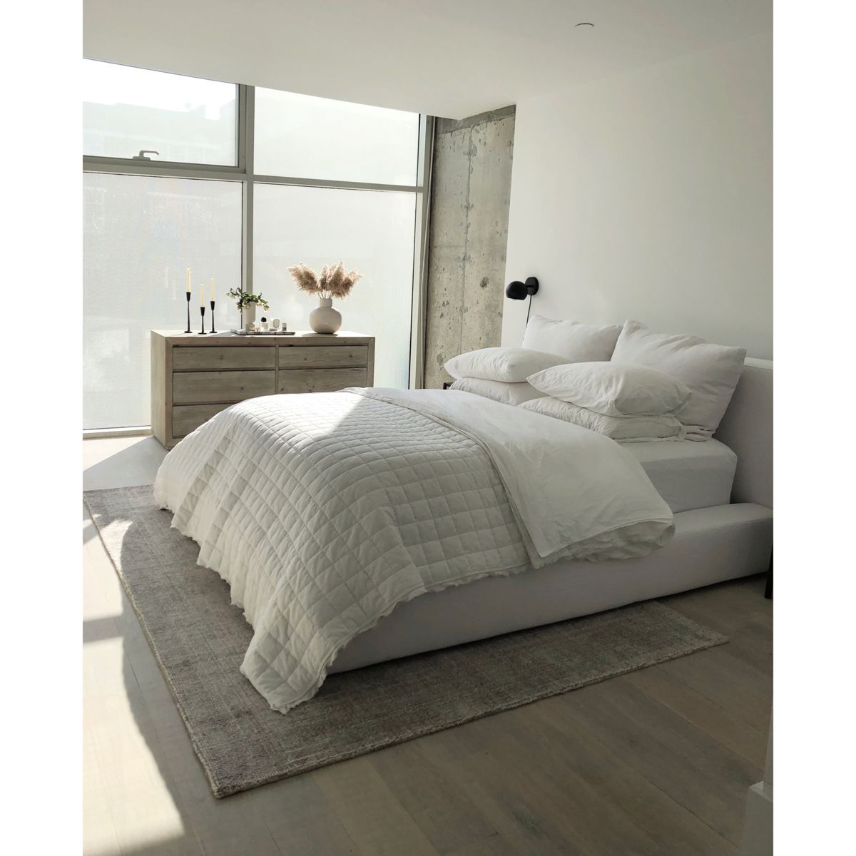 #minimalstyle  #minimalism #neutral #bedroom #whitebedroom #whitebedroomideas #designinspo #neutraldecor #neutalbedeoom #modern #modernbedroom #bleachedfloors