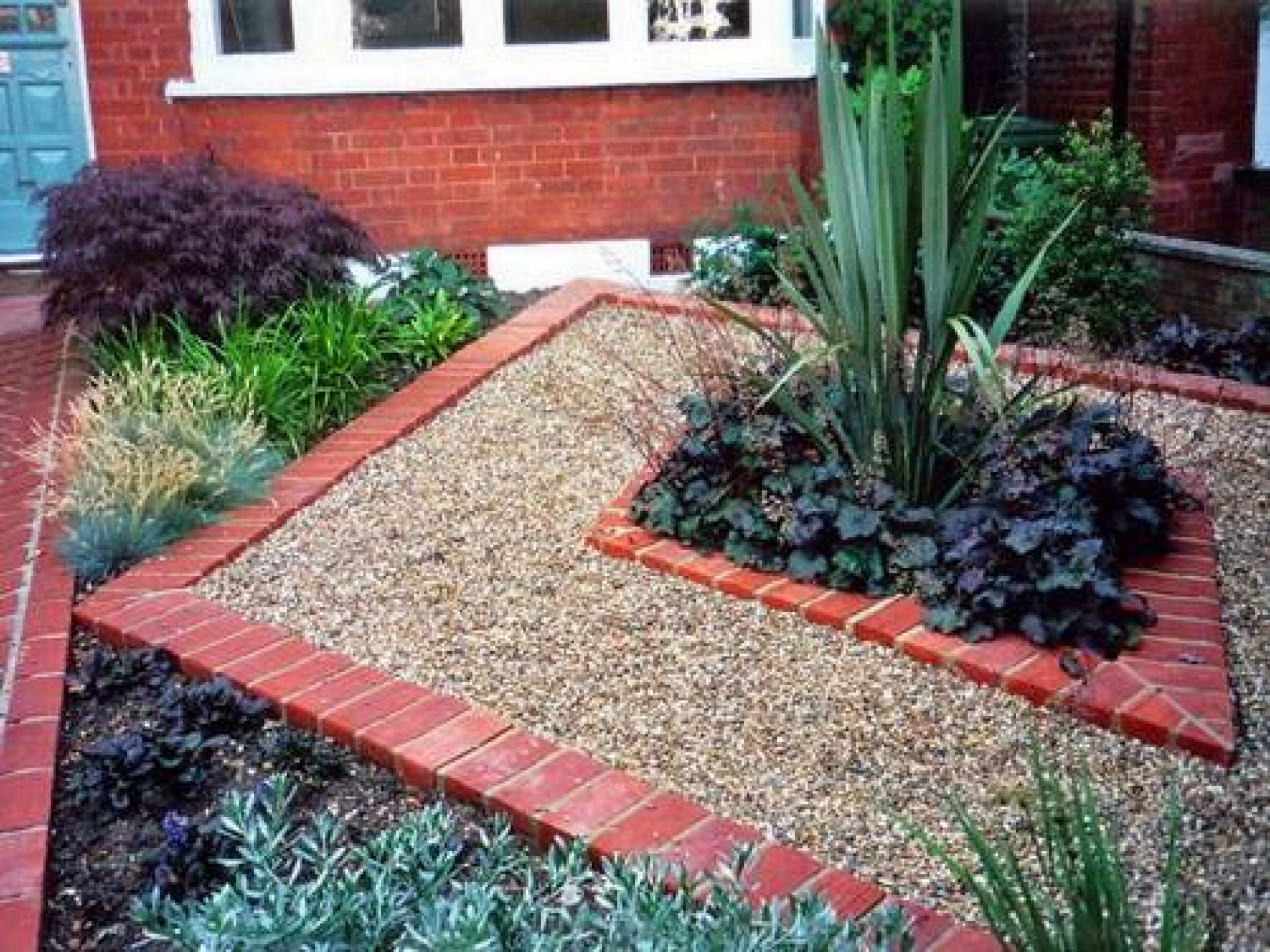 Brick garden edging ideas front yard ideas pinterest for Garden design for front gardens