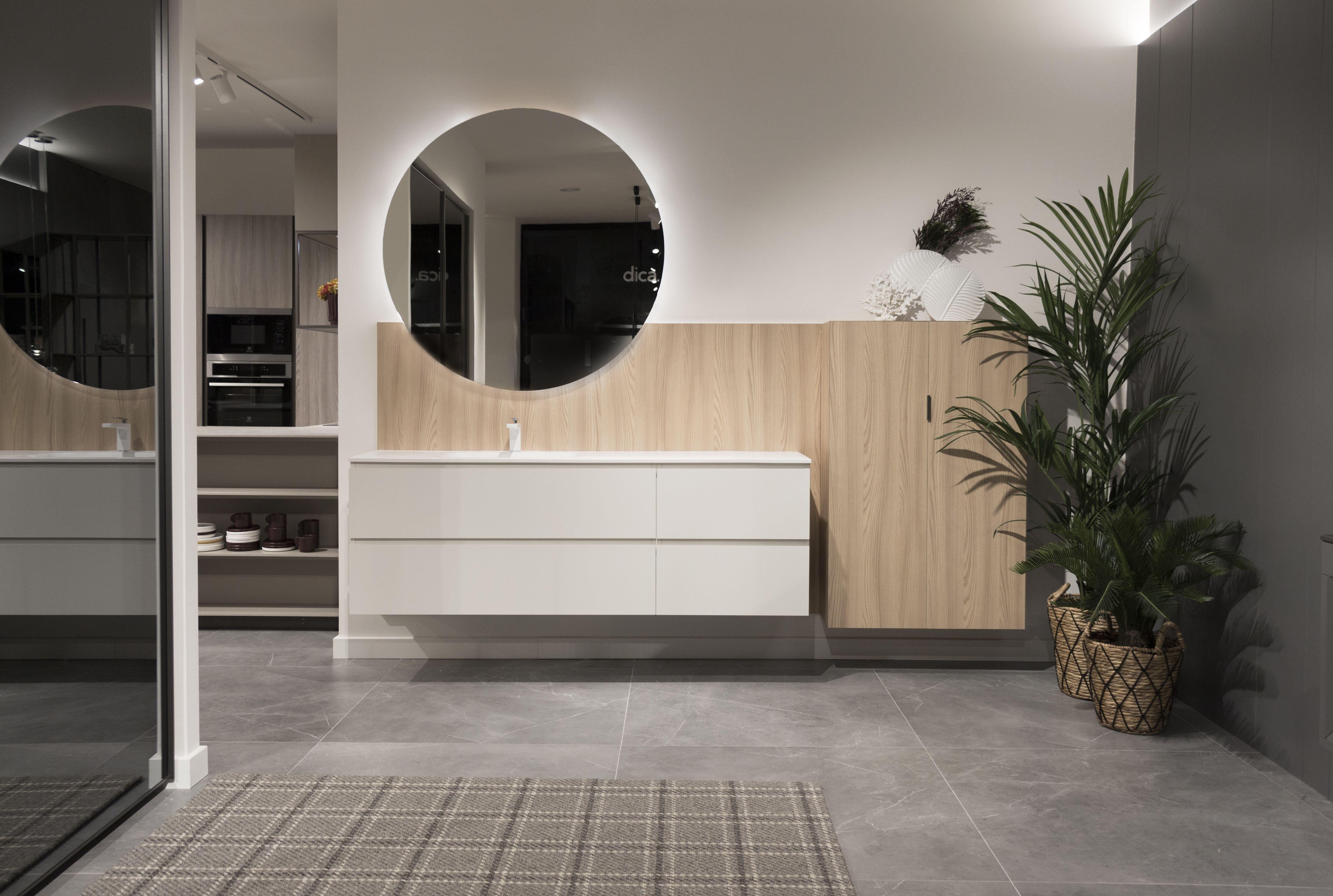 Nuevo showroom en Oviedo. Baño a medida. Mueble de baño blanco ...