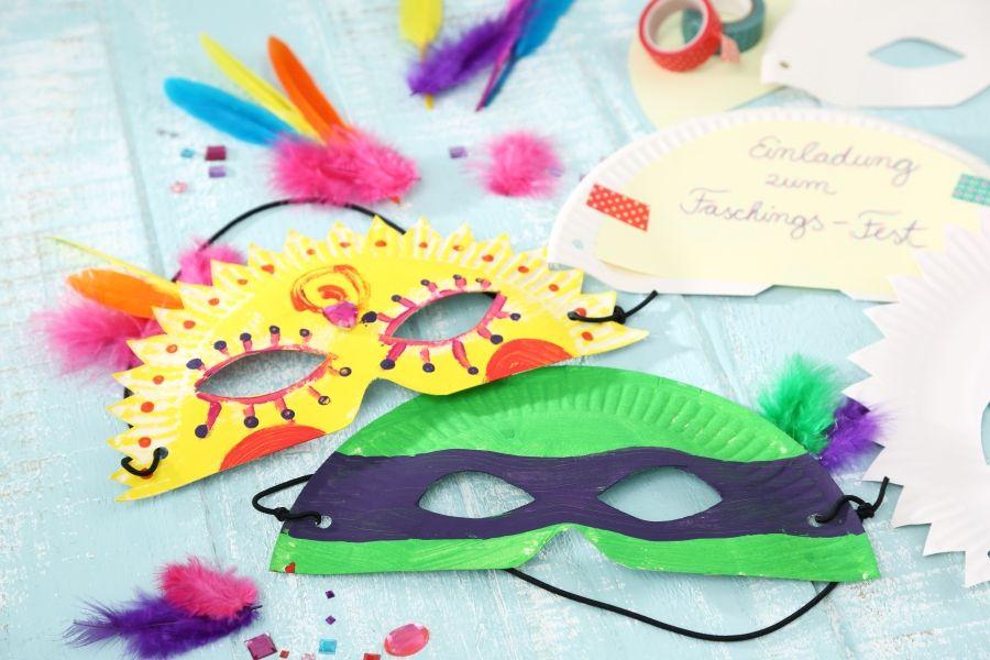 Maske Aus Halbiertem Pappteller Als Party Einladung