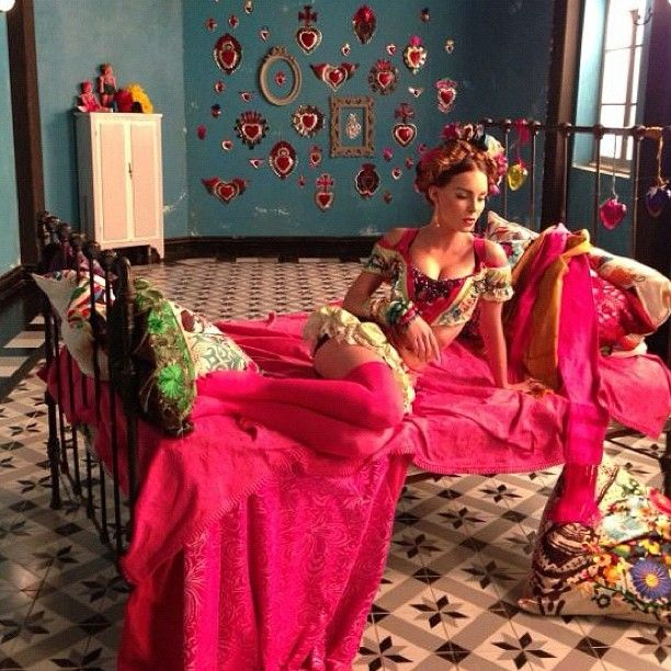 Frida Kahlo-Inspired Music Video: Mexican Pop Star Belinda Invokes Icon For 'En