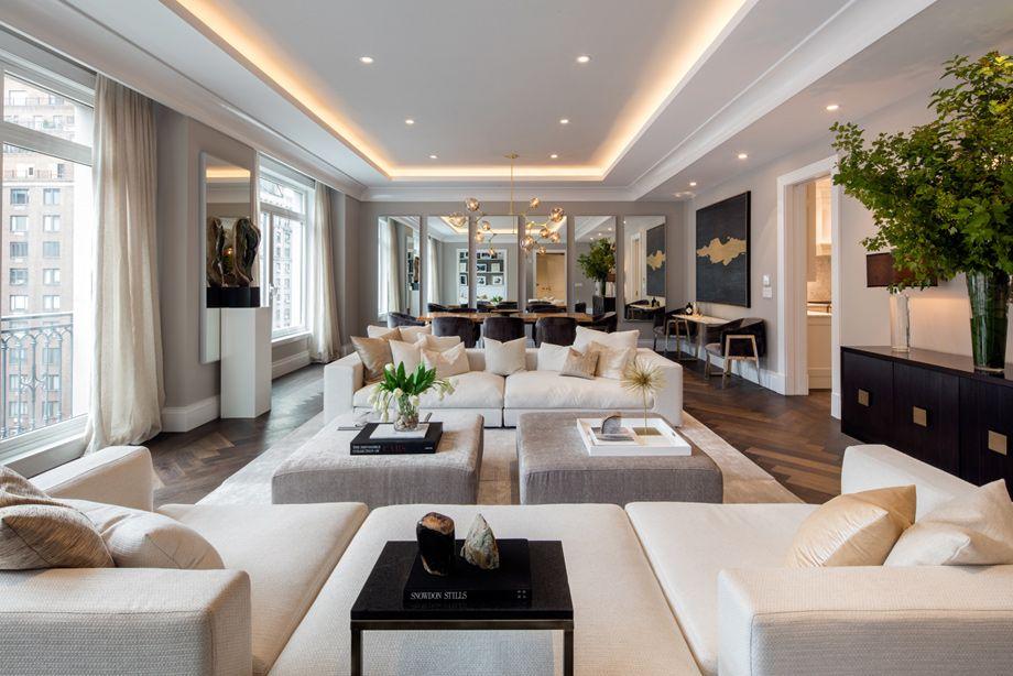 Toll Brothers - salon lumineux et spacieux avec de hauts plafonds et des vues impressionnantes sur Park Avenue